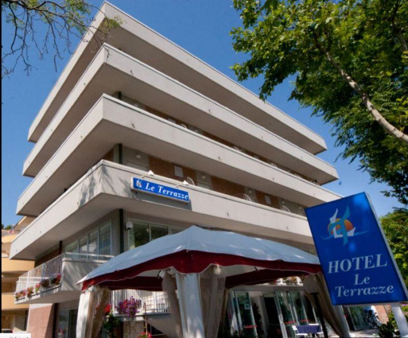 Hotel Riccione in centro sul mare economico per famiglie con piscina ...