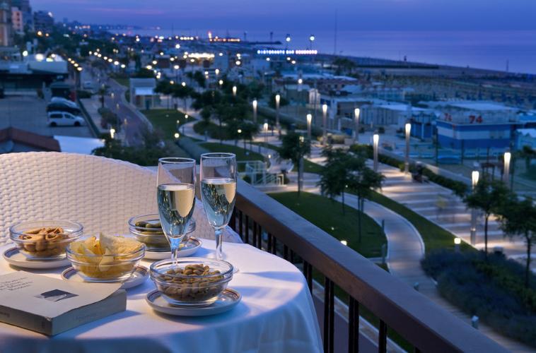 Un hotel sul mare riccione non solo in estate tutto for Hotel barcellona sul mare